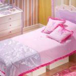 Нежное покрывало на кровать в спальню принцессы