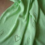 Нежный зеленый плед с сердечками