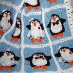 Плед с пингвинами из отдельных вязанных фрагментов
