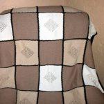 Плед в кремовых и пастельных тонах, вязанный спицами
