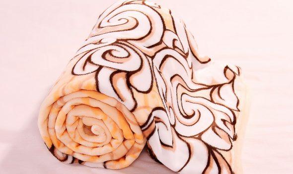 Пледы, изготовленные из искусственного меха