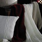 Пледы ,вязанные спицами разных цветов и разной фактуры