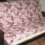 Покрывало на диван с цветочным рисунком