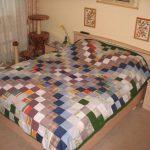 Разноцветные квадратные элементы для покрывала на кровать