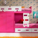 Розово-белая кровать со шкафом для двоих детей