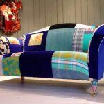 Самодельный разноцветный диван из подручных материалов