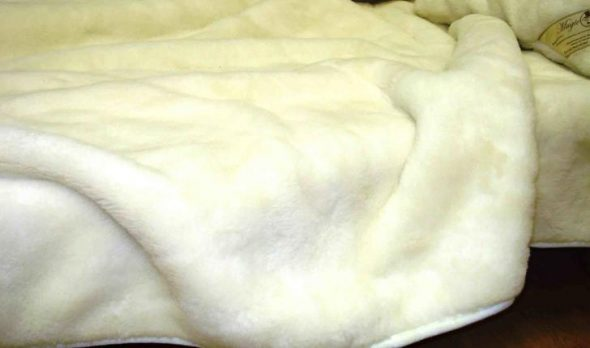 Открытое одеяло из шерсти