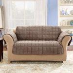 Стеганый чехол на небольшой диван