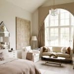 Стильная спальня в бежевых тонах