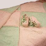 Теплое двухцветное одеяло-плед для малыша