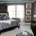 Угловое расположение кровати в спальне