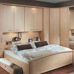 Угловой шкаф с встроенной кроватью для небольшой комнаты