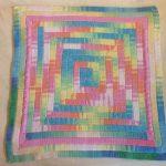 Яркий коврик квадрат и разноцветной пряжи