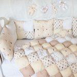 Детское одеяло-бонбон и подушки в бежевом цвете ручной работы