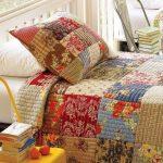 Интересное стеганое одеяло из лоскутков