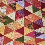 Лоскутки-треугольники для одеяла ручной работы