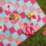Лоскутное одеяло можно использовать для пикника