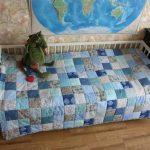 Лоскутное одеяло в интерьере комнаты подростка