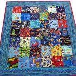 Небольшое детское одеяло из разноцветных лоскутков