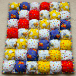 Одеяло-бонбон с детскими рисунками, расположенными по диагонали
