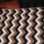 Одеяло-плед с зигзагами в кофейных тонах