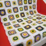 "Плед ""Цветочная поляна на белом фоне"" для дивана"