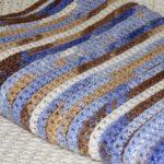 Плед крючком из разноцветных ниток
