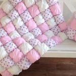 Подушки и одеяла в стиле бонбон