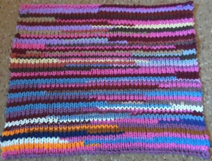 Разноцветный коврик спицами