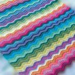 Разноцветный плед с волнами своими руками