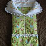 Салатовое одеяло-конверт с рюшами