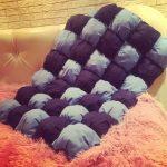 Серо-фиолетовое небольшое одеяло в технике бонбон