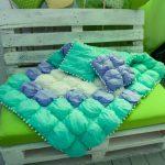 Шикарное одеяло и подушки в технике бонбон для улицы