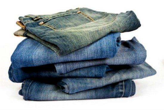 Стопка джинсов