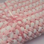 Бело-розовый мягкий пледик