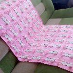 Большой розовый плед с пушистыми зайками