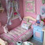 Игрушечный домик для куклы и текстиль ручной работы