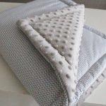 Теплое плюшевое одеяло с мелкими зигзагами