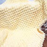 Желтый плетный плед из мягкого плюша