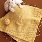 Желтый вязанный плед с зайчонком