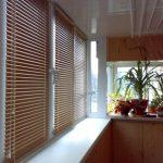 Бамбуковые шторы на утепленном балконе