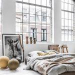 Богемный минимализм: матрас на полу вместо обычной кровати