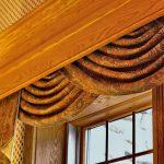 Большой деревянный карниз с невидимыми креплениями для штор