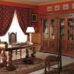Бордовые шторы с узором и подхватами для кабинета