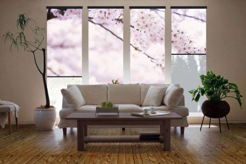 Ветка с цветами на полотне рулонной шторы