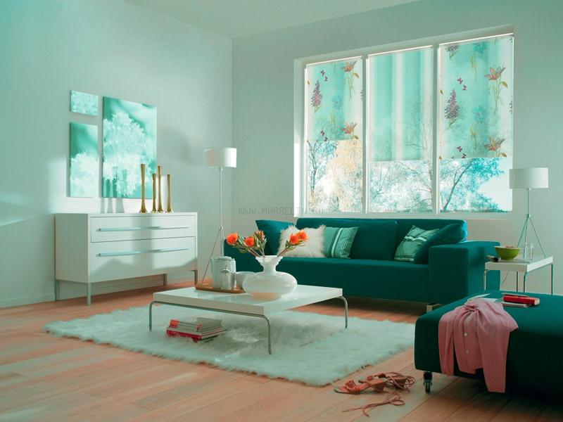 Дизайн гостиной с рулонными шторами с фотопечатью