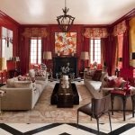 Длинные бордовые шторы с ламбрекенами и бахромой в красный зал