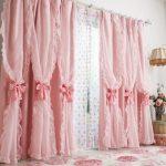 Двухслойные шторы с бантами в розовом цвете