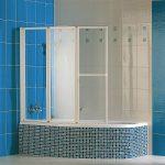 Цветная мозаика в интерьере ванной комнаты