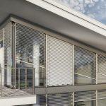 Дизайн фасада дома с диагональными рафшторами